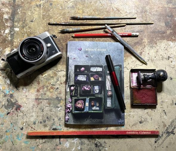 Cahier Camera.jpg